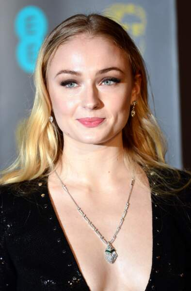 Sophie Turner, star de Game of Thrones, cultive son nouveau blond
