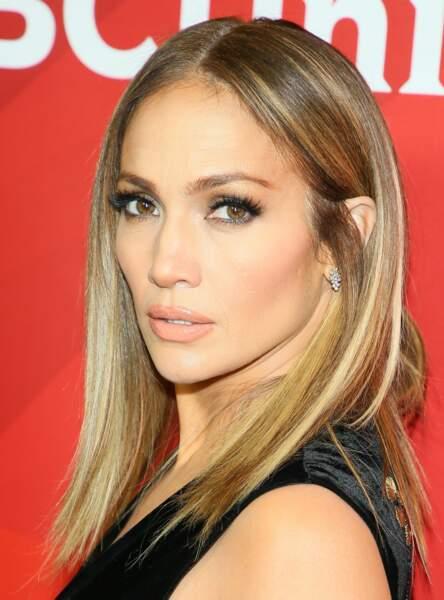 Un smoky gris perle comme Jennifer Lopez