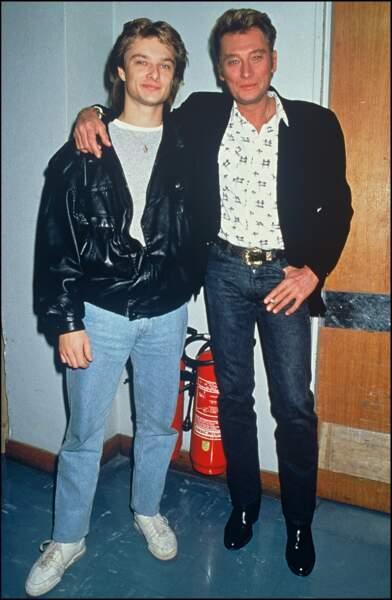"""David et Johnny Hallyday en 1987 dans les coulisses de l'émission """"Sacrée Soirée"""""""