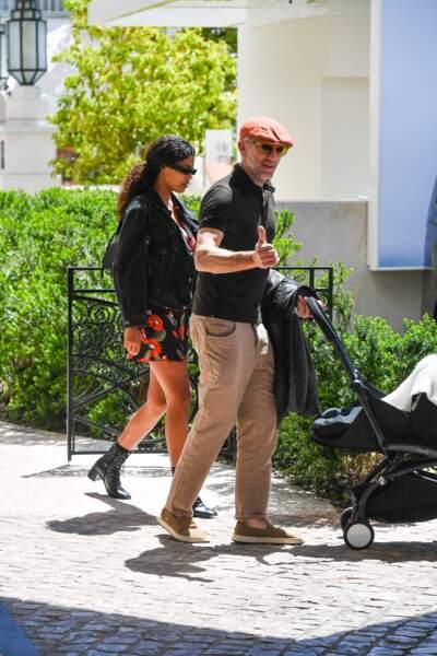 Vincent Cassel s'est affiché souriant aux côtés de sa femme Tina Kunakey et leur fille Amazonie à Cannes