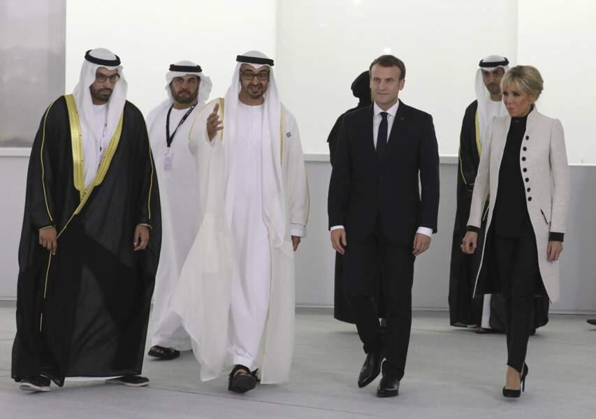 Brigitte Macron avait choisi de porter une tenue sobre et classique.