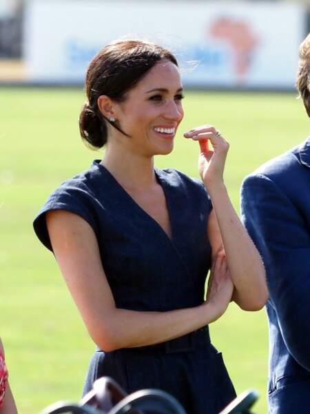 Meghan Markle opte encore pour un chignon flou et une robe en jean, pour assister à un match de polo à Windsor, le 26 juillet 2018