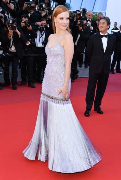 Jessica Chastain en Givenchy, bijoux Haute Joaillerie Piaget et mise en beauté Dior
