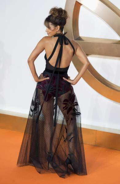 Halle Berry : un corps parfait, des formes et une ligne sublime mis en valeur par sa tenue transparente