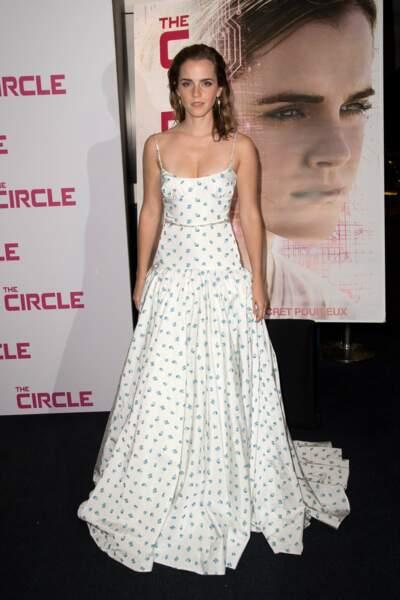 Emma Watson : une jolie robe Miu Miu et un make-up chic à l'UGC Normandie pour la première de son film The Circle