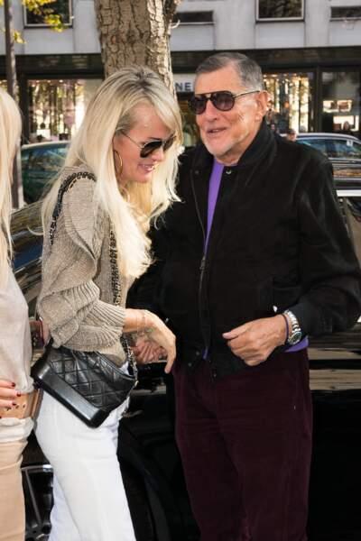 Laeticia Hallyday retrouve un proche de Johnny, son ancien producteur Jean-Claude Camus, le 9 octobre.