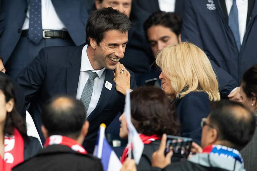 Tony Estanguet en grande conversation avec Brigitte Macron.