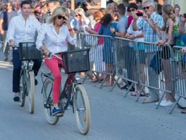 Look - Brigitte Macron sportive en vélo et sneakers Louis Vuitton