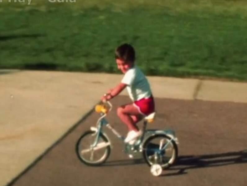 Grégory Lemarchal petit garçon sur son vélo