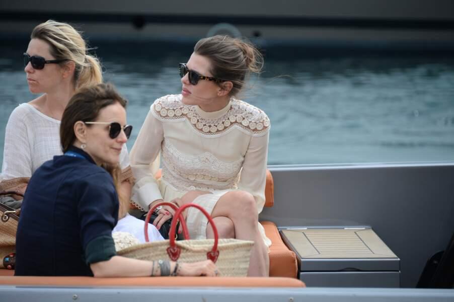 Charlotte Casiraghi préfère le bateau à la voiture pour circuler sur la croisette