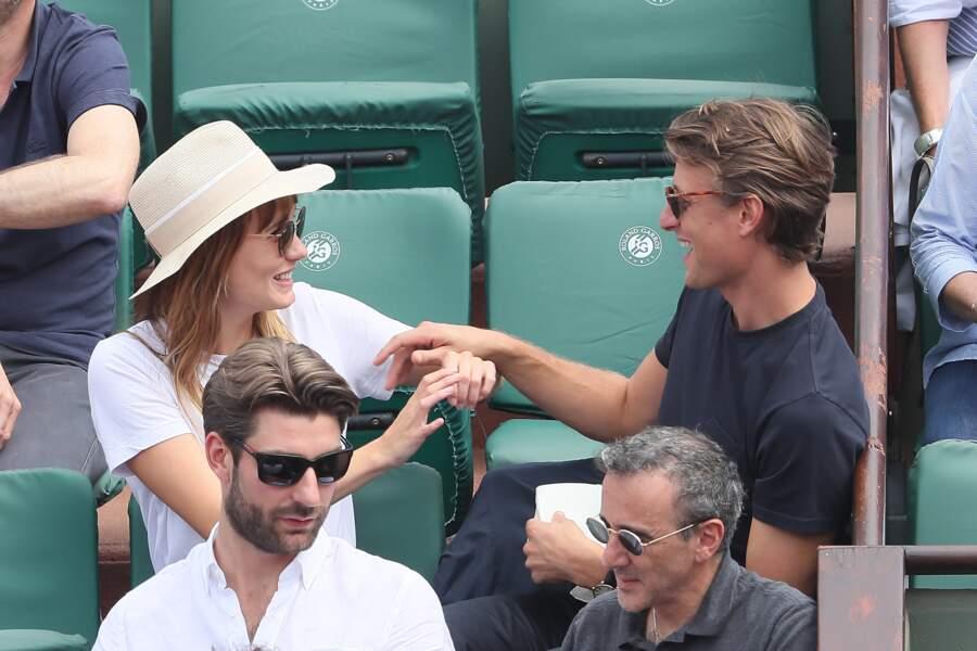 Ana Girardot et Arthur de Villepin, un couple très complice à Roland Garros le 9 juin 2018