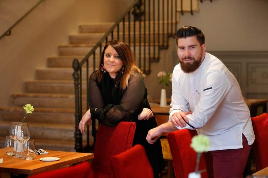 """Aurélie Cabrel et le chef Julien Amat, à l'intérieur de l'hôtel restaurant """"Le Square"""" à Astaffort"""