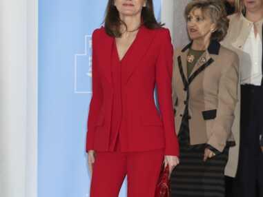 PHOTOS - Letizia d'Espagne, rayonnante : elle ose un total look rouge