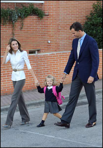 Le prince Felipe et la princesse Letizia d'Espagne accompagnent leur fille Leonor pour son premier jour d'école