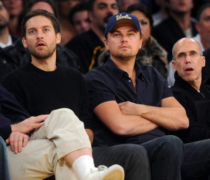 Tobey Maguire et Leonardo DiCaprio lors d'un match de basket à Los Angeles en 2009
