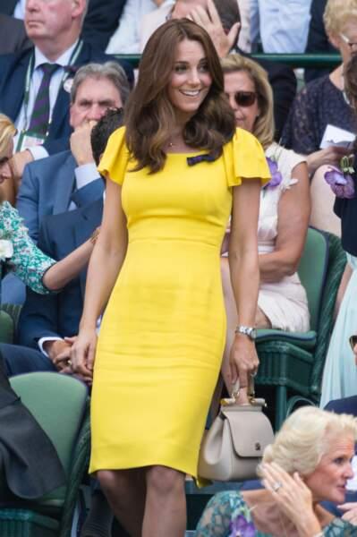 Kate Middleton en robe jaune Dolce & Gabbana, à Wimbledon le 15 juillet 2018
