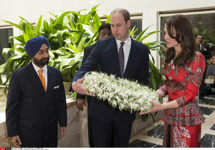 Le duc et la duchesse de Cambridge ont été accueillis par des colliers de fleurs
