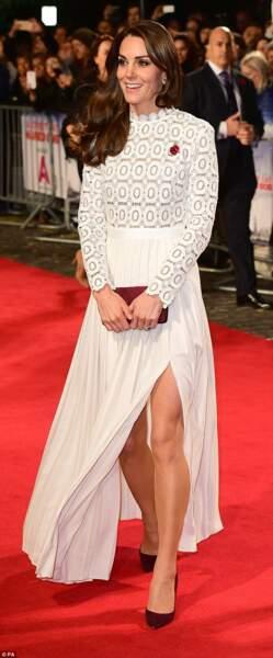 Plus osé, Kate Middleton en fente