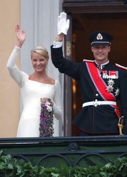 Mariage de Haakon et Mette-Marit (dans une robe signée Ove Harder Finseth) à Oslo le 25 août 2001