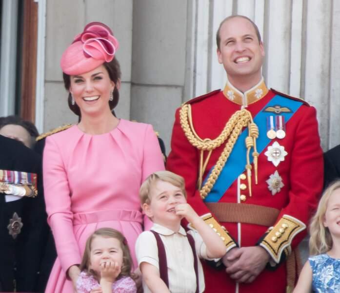 """Le duc, la duchesse de Cambridge et leurs enfants lors de la parade """"Trooping the colour"""" le 17 juin 2017."""