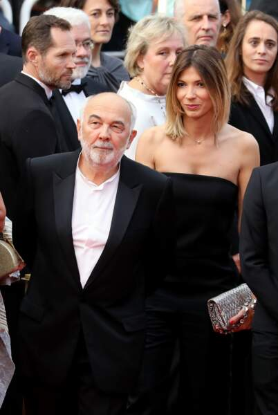 L'acteur et sa jeune épouse se faufilent à l'entrée du tapis rouge