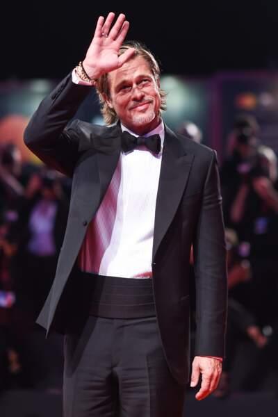 Brad Pitt d'une élégance folle dans un smoking très classique et chic signé Brioni