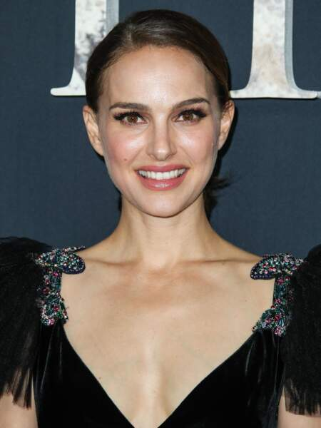 Natalie Portman, la jeune maman, sublime dans sa robe de bal noire Valentino