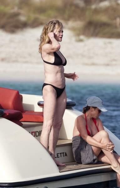Il faut dire que Melanie Griffith travaille régulièrement sa silhouette pour se maintenir en forme