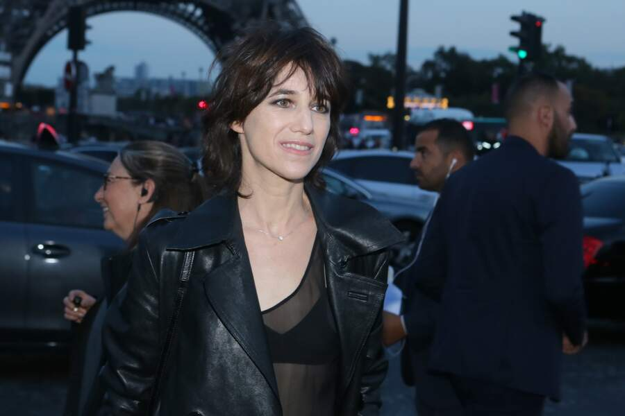 Charlotte Gainsbourg en top transparent chez Saint Laurent