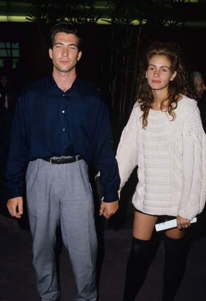 Avec son compagnon, le comédien Dylan McDermott, à Los Angeles en 1989