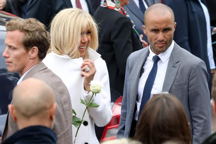Ce garde-du-corps assurait la protection de Brigitte et Emmanuel Macron, qui se sont offerts un bain de foule