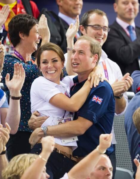 Kate Middleton dans les bras du prince William, aux Jeux olympiques de Londres, en 2012.