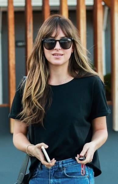 Les cheveux longs ravissent l'actrice Dakota Johnson.
