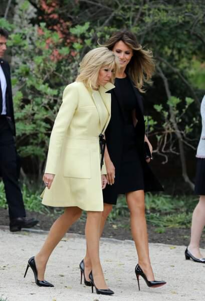 Brigitte Macron et Melania Trump échangent quelques mots, sans leurs maris