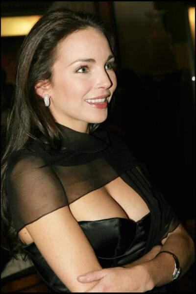 Claire Keim, et sa chevelure châtain foncé lissée, pour un look ultra chic en 2004 à Marrakech