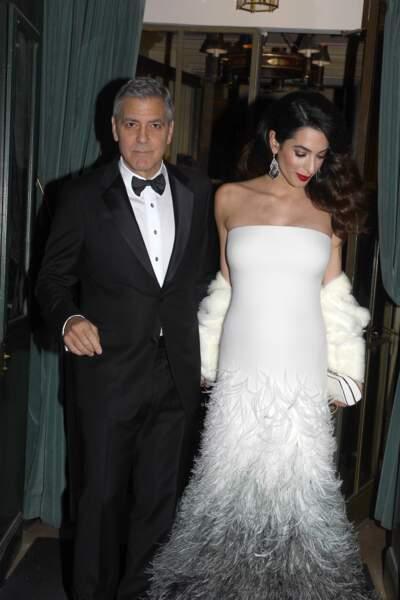Le couple sort de son hôtel pour se rendre à la cérémonie des César