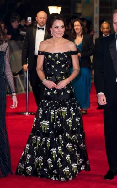 En 2017, cette robe McQueen dévoilait les épaules de Kate Middleton