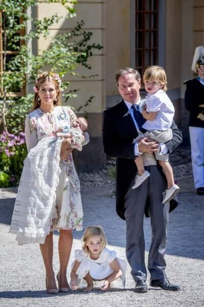 Madeleine de Suède et Christopher O'Neill avec leur enfants lors du baptême d'Adrienne, le 8 juin 2018
