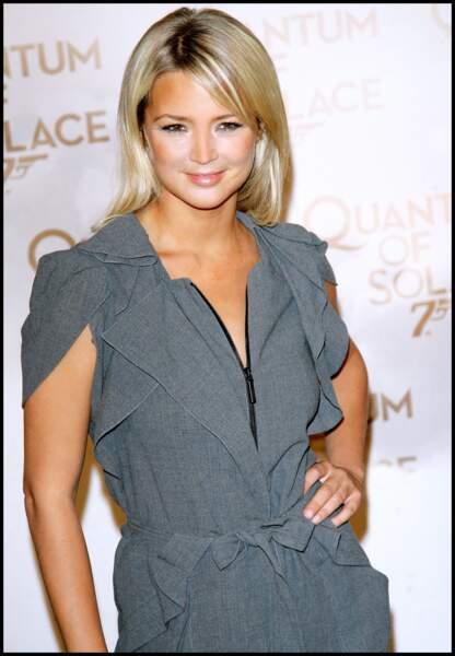 2008  : Virginie Efira très élégante pour la sortie du film Quantum of Solace