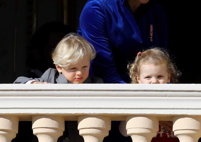 Jacques et Gabriella au balcon du palais lors de la fête nationale monégasque, le 19 novembre 2017