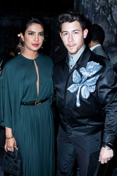 Nick Jonas et Priyanka Chopra, sublime en robe Dior décolletée pour le défilé Haute-Couture