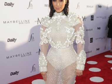 PHOTOS - Kim Kardashian en sirène moderne aux Fashion Awards