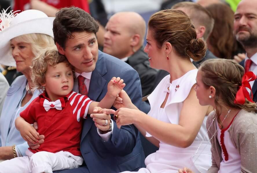 le fils de Justin Trudeaux, très mignon avec du vernis sur les ongles
