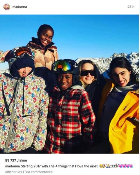 Madonna skie avec ses enfants