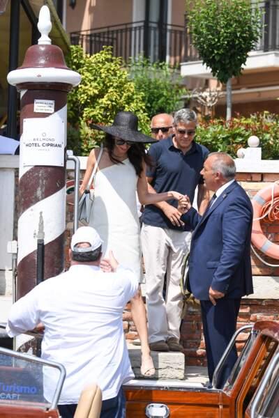La robe d'Amal Clooney laissait entrevoir ses jambes fuselées