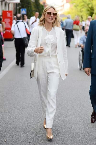 Naomi Watts en total-look blanc à la Mostra de Venise