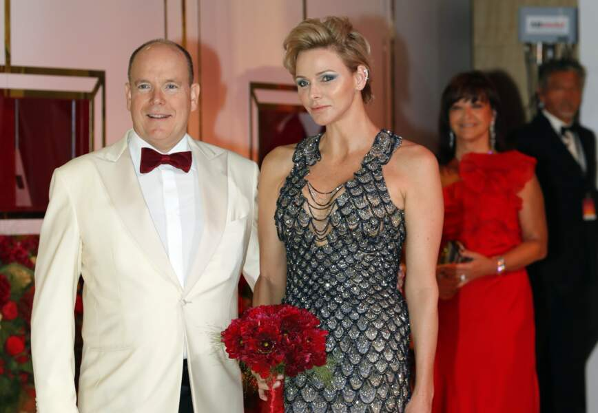Charlène de Monaco au bras du prince Albert II à Monaco.