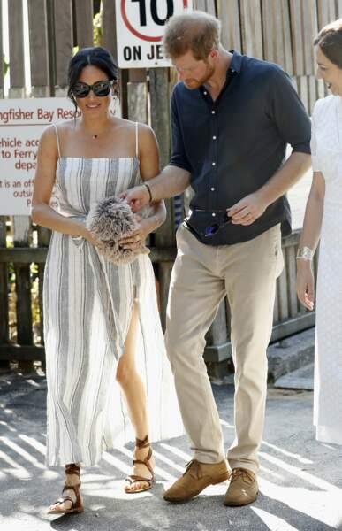 Meghan Markle et le prince Harry en balade à Bondi Beach à Sydney le 22 octobre 2018, la duchesse a reçu un cadeau