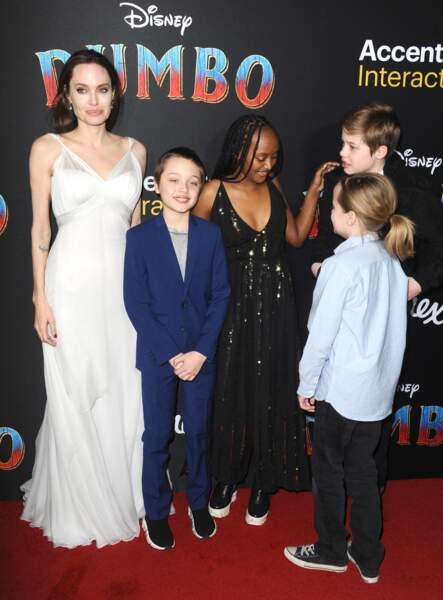 Zahara Jolie-Pitt a opté pour une ravissante robe noir à sequins et décolleté ainsi que des... baskets