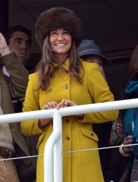 Pippa Middleton en chapka lors du festival de Cheltenham le 14 mars 2013
